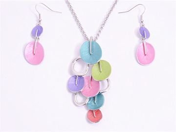 Picture of Colourful leaves pendant set