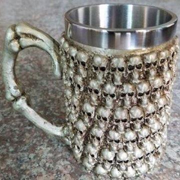 Picture of Lots of skulls mug