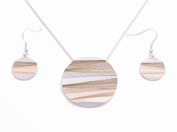 Picture of Brown round pendant set